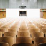 Online onderwijs, lege collegezaal